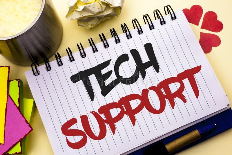 显示技术支持的文字笔记 技术员给的企业照片陈列的帮助在网上或电话中心顾客服务命令 免版税库存照片