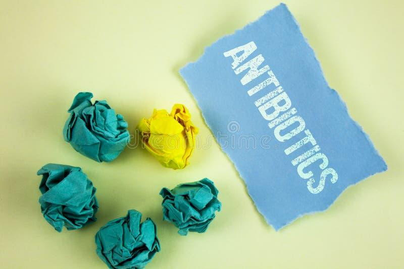 显示抗生素的文本标志 概念性照片在细菌感染的治疗和预防服麻醉剂使用 免版税库存照片