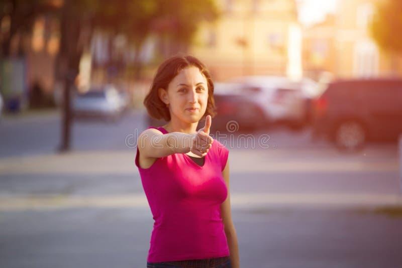 显示拇指的女孩 库存照片