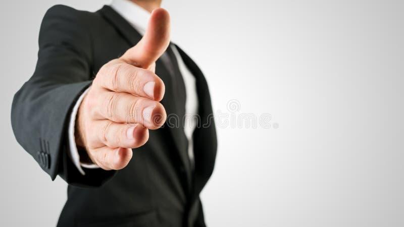 显示握手姿态的商人 图库摄影