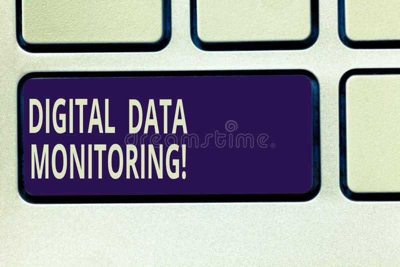 显示数字资料监视的文本标志 概念性数据照片例行检查反对质量管理规则键盘的 库存照片