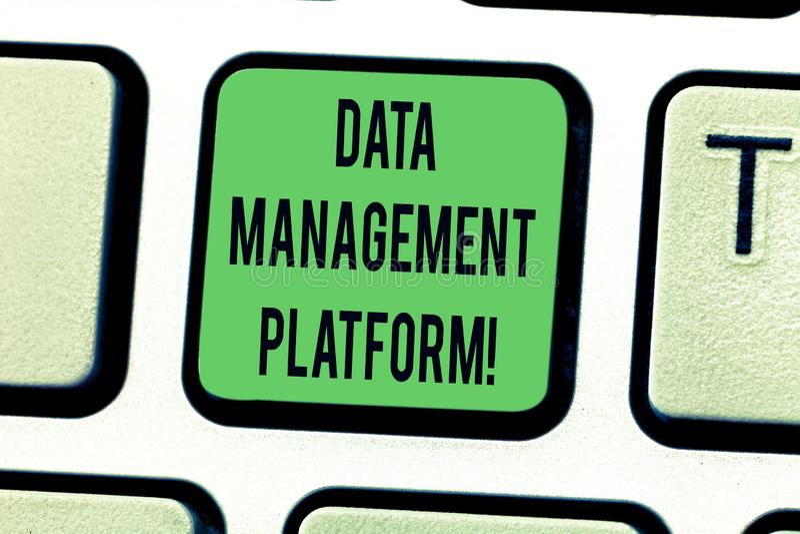 显示数据管理平台的文本标志 收集数据集中化技术平台的概念性照片类型 库存照片