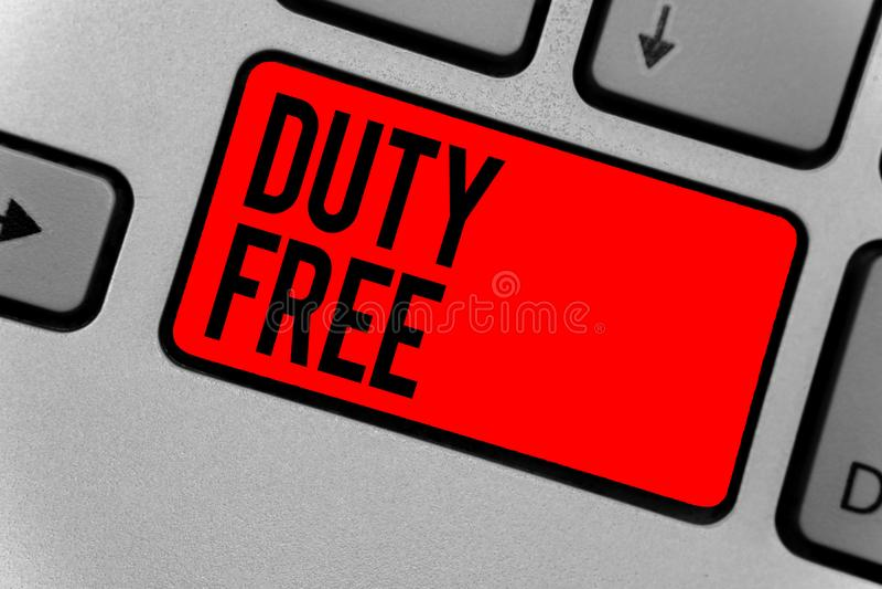 显示文本的标志免税 卖的概念性照片商店或establisbhement进口了产品witout税键盘红色钥匙  免版税库存照片