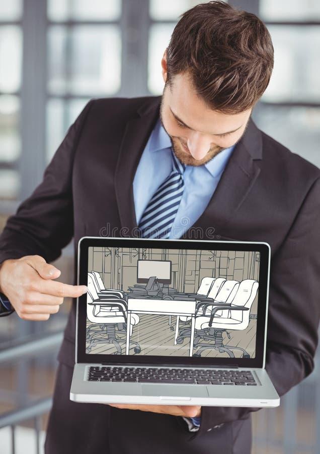 显示新的办公室的设计的在计算机上的商人 免版税库存照片