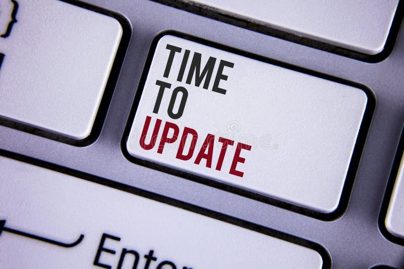 显示时刻的文字笔记更新 更新变动的企业照片陈列的更新需要整修现代化书面o 免版税库存图片