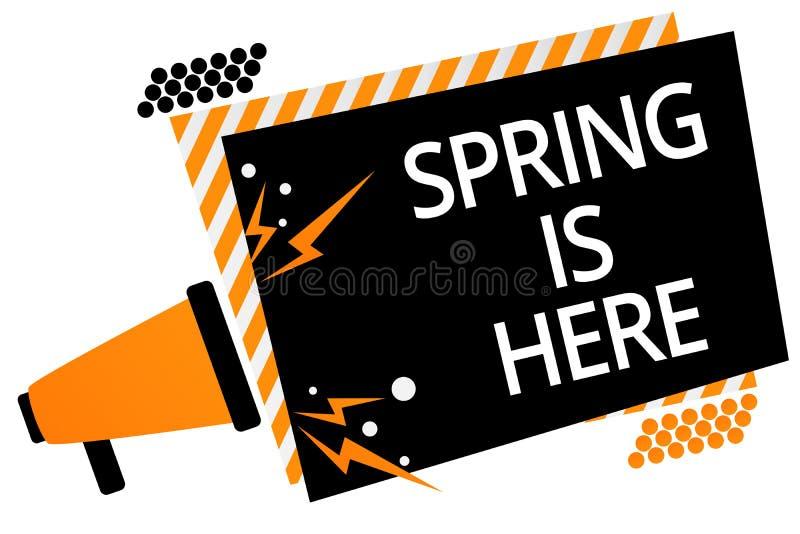 显示春天的文字笔记在这里 陈列在冬天季节以后的企业照片到达了享用自然花太阳扩音机 库存照片