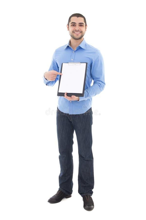 显示有拷贝空间isol的年轻英俊的阿拉伯人剪贴板 免版税库存照片