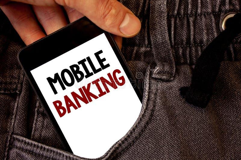 显示流动银行业务的文本标志 概念性照片网上现款支付和交易真正银行发短信给在白色scr的两个词 免版税库存照片