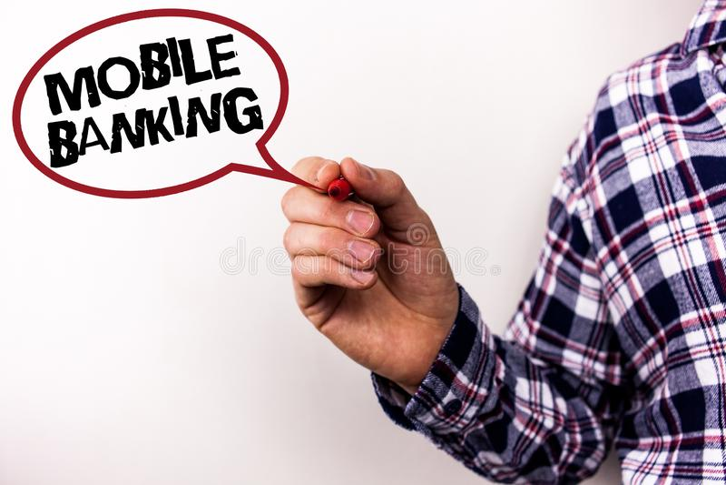 显示流动银行业务的文本标志 概念性照片网上现款支付和交易真正银行发短信给白色背景人- H 库存照片