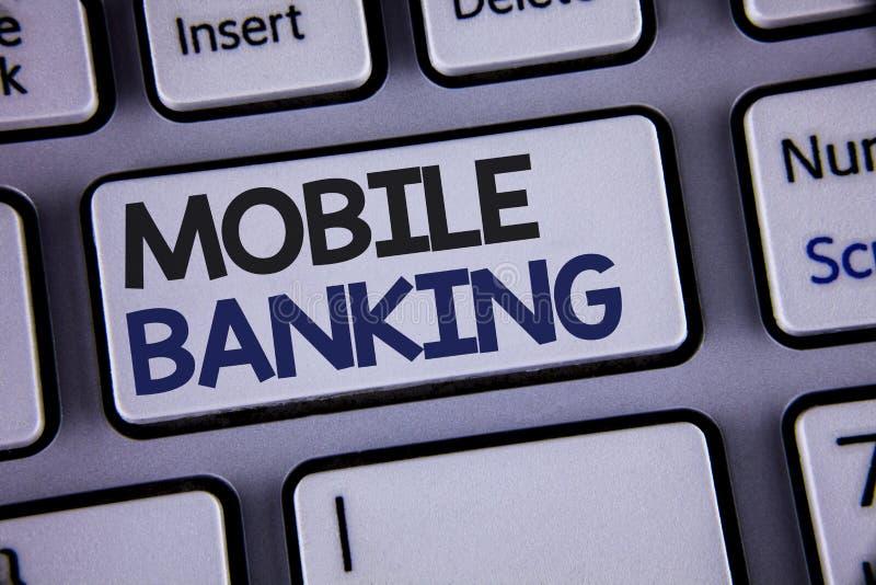 显示流动银行业务的概念性手文字 陈列网上现款支付和交易真正银行的企业照片发短信 免版税库存照片