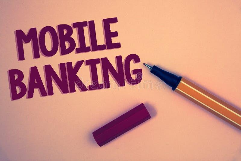 显示流动银行业务的概念性手文字 陈列网上现款支付和交易真正银行词的企业照片 库存照片