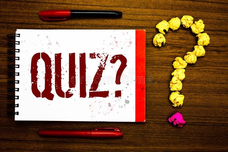 显示测验问题的概念性手文字 企业照片文本短小测试评估考试定量您的知识M 免版税库存照片