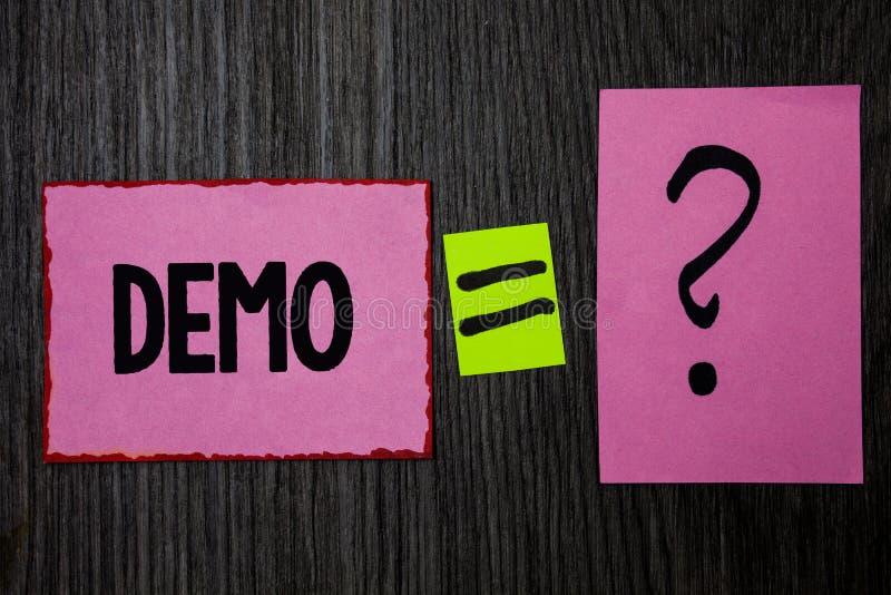 显示演示的文字笔记 企业照片陈列的试验Beta版任意测试某事的样品预览原型桃红色笔记 库存例证