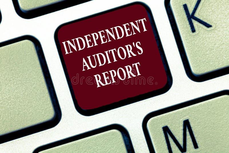 显示独立审计员s的文本标志是报告 概念性照片分析认为和财政实践 库存照片