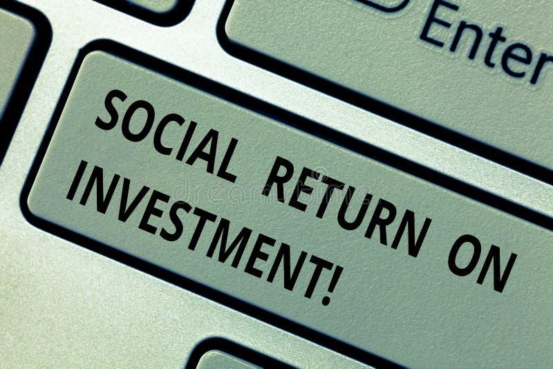 显示的概念性手文字社会回收投资 企业照片文本投资一部分的收入  库存图片
