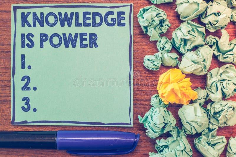 显示知识的概念性手文字是力量 通过经验获取的企业照片陈列的技能和 库存图片