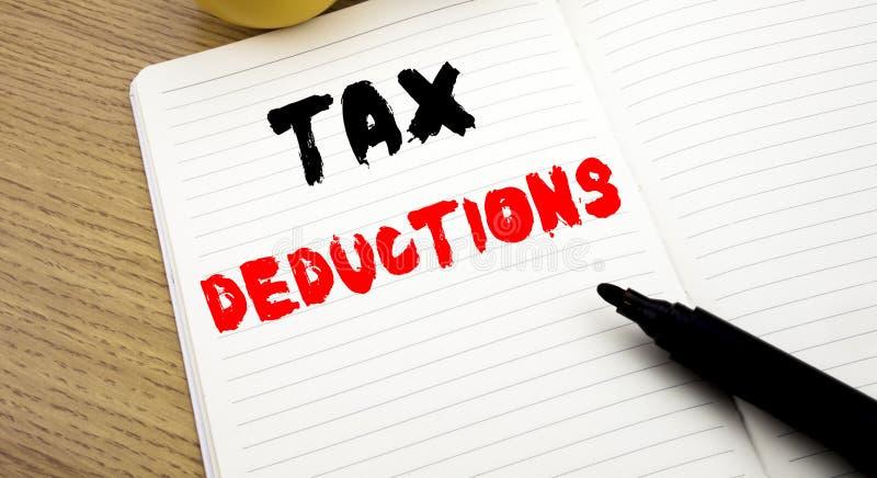 显示税收减免的手写的文本说明 企业在笔记写的财务接踵而来的税钱扣除的概念文字 免版税库存图片