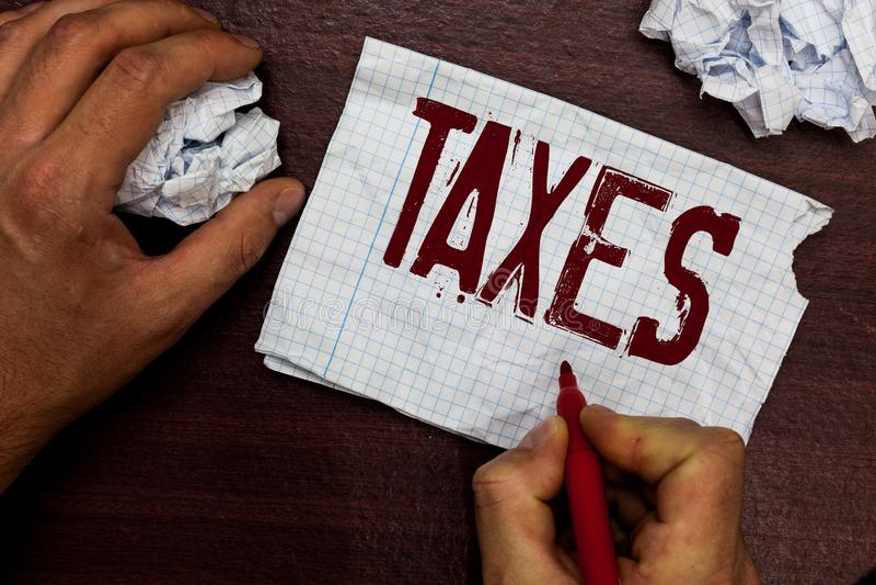 显示税的文本标志 陈述收支的概念性照片贡献征收由工作者收入人的政府 库存图片