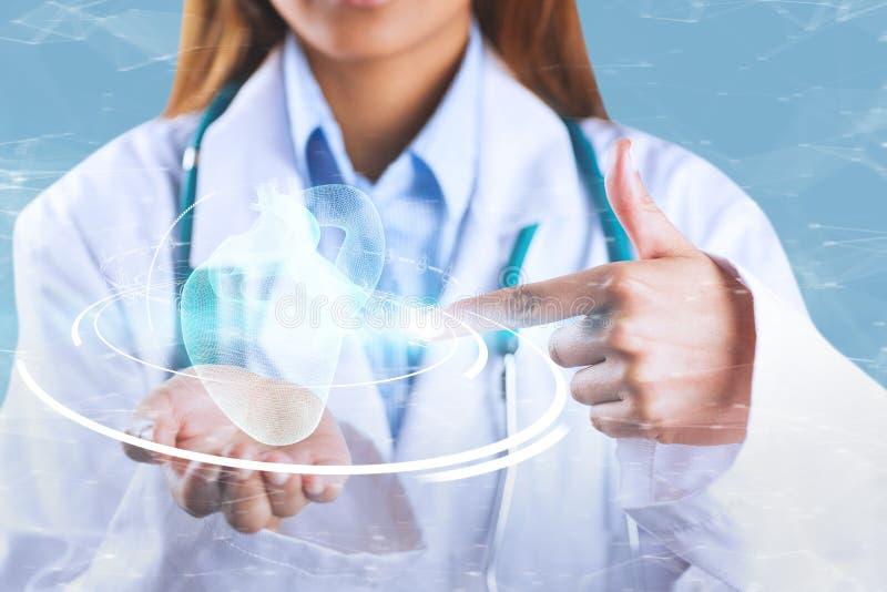 显示空的手的女性医生的中间部分的综合图象 免版税库存照片