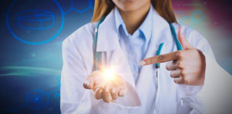 显示空的手的女性医生的中间部分的综合图象 图库摄影
