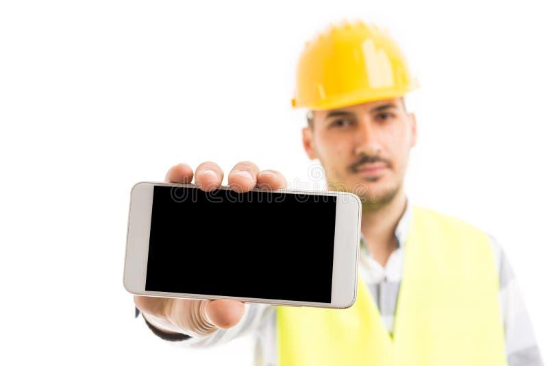 显示空的空白的电话屏幕的建筑承包商 库存图片