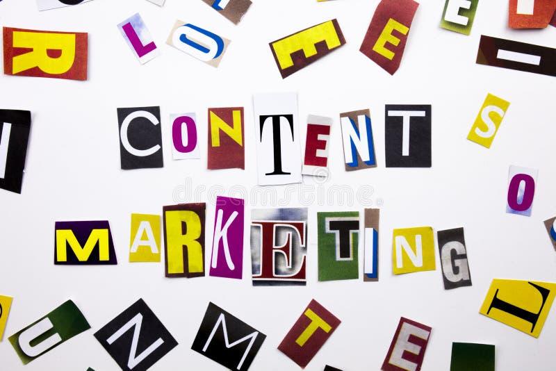 显示美满的行销的概念词文字文本由企业案件的另外杂志报纸信件制成在丝毫 图库摄影