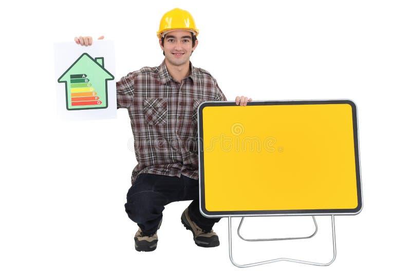 显示能源评级符号的人 免版税图库摄影
