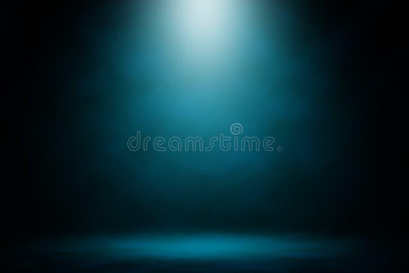 显示蓝色聚光灯烟背景 图库摄影