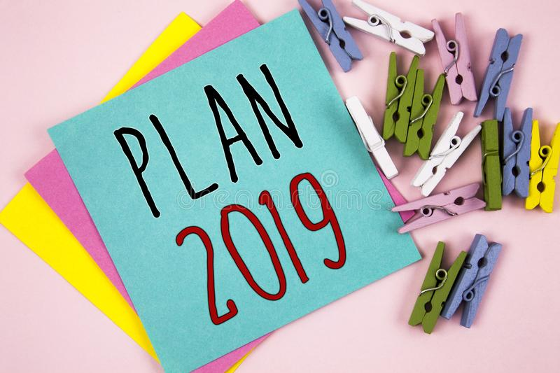 显示计划的概念性手文字2019年 开始新年的刺激的企业照片陈列的富挑战性想法目标 联系人 免版税库存图片