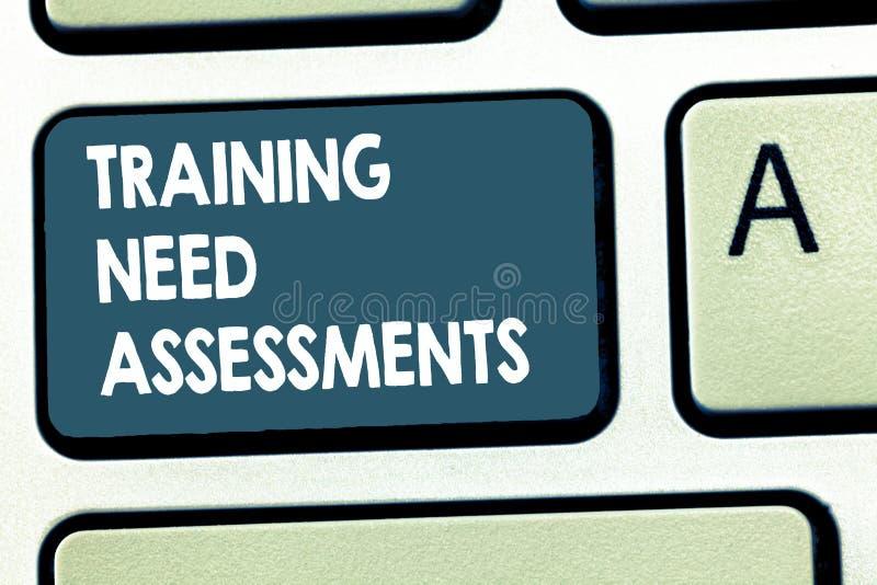 显示训练需要评估的概念性手文字 陈列企业的照片确定锻炼需要 库存照片
