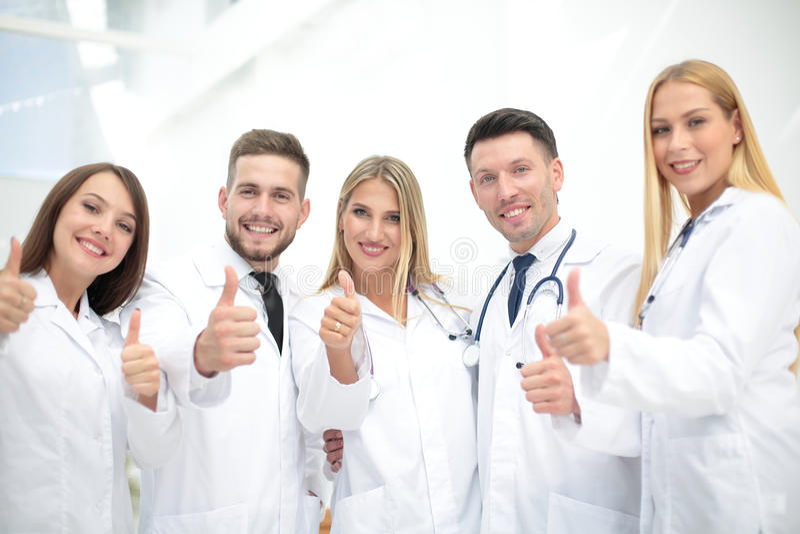 显示赞许的医生队画象 库存图片