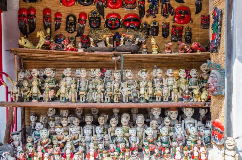 显示越南水木偶的品种类型待售在文学寺庙  免版税库存照片