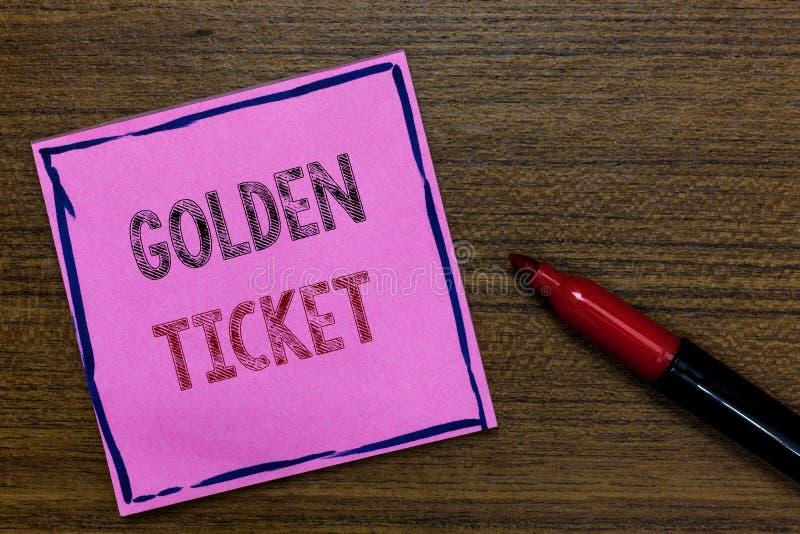 显示金黄票的文本标志 概念性照片延期通入VIP护照票房收入位子事件紫色纸 库存照片