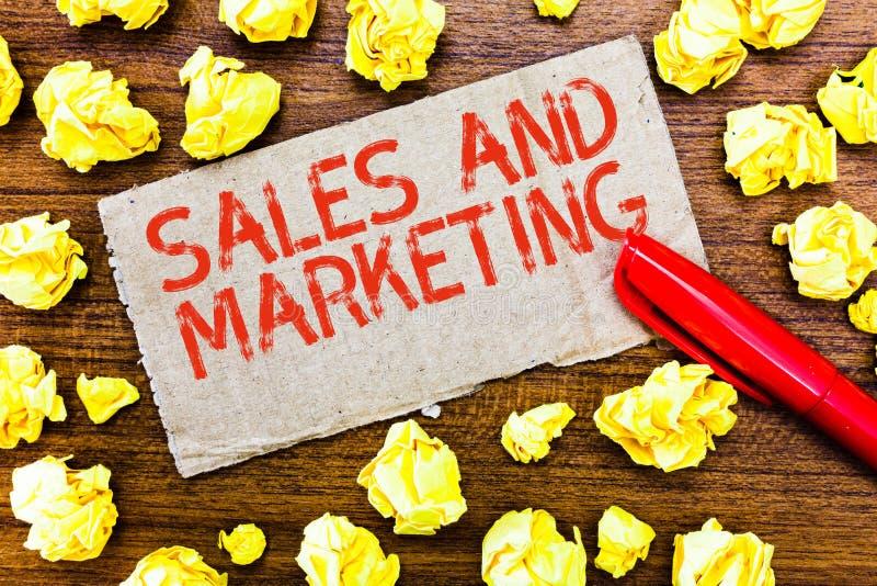 显示销售和行销的文本标志 卖物品或服务的发行的概念性照片促进 库存照片