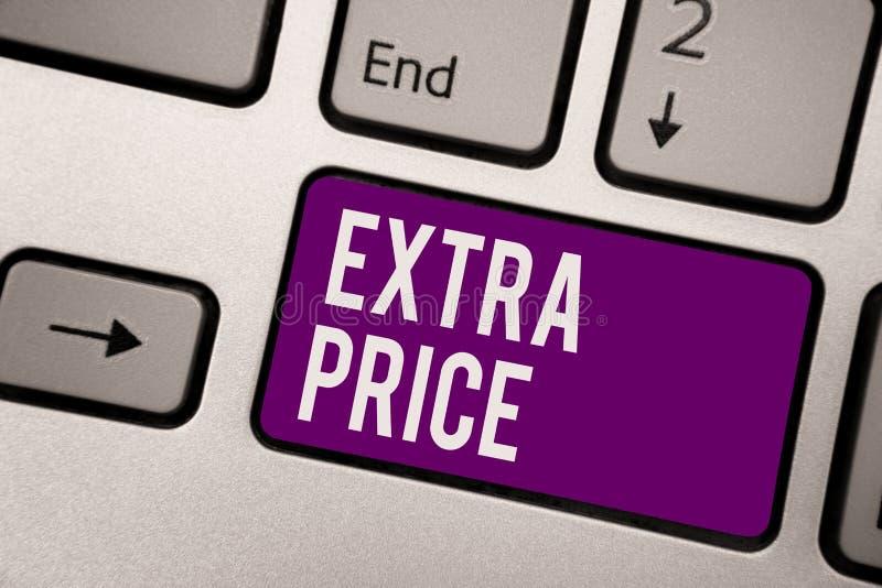 显示附加价格的概念性手文字 陈列在普通的大程度钥匙之外的企业照片附加价格定义 免版税库存照片