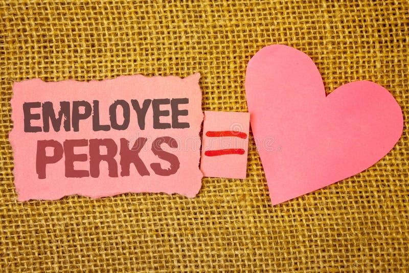 显示雇员津贴的文本标志 概念性照片工作者有益于奖金报偿奖励健康保险文本桃红色被撕毁的没有 图库摄影