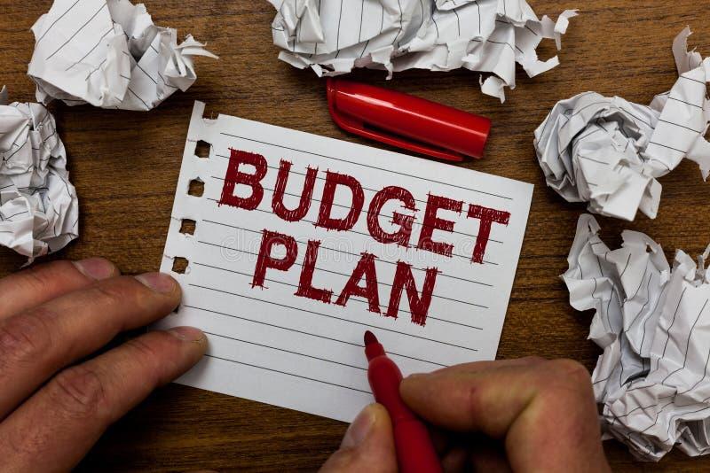 显示预算计划的文字笔记 通常陈列财政日程表一个被定义的时期的企业照片年人holdi 库存图片