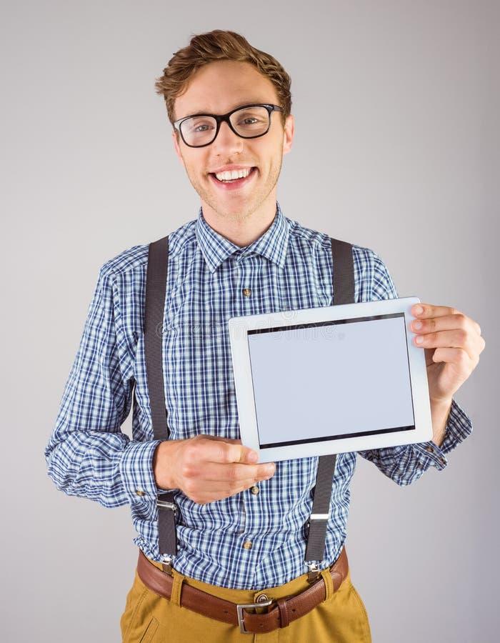 显示他的片剂个人计算机的万人迷商人 免版税图库摄影