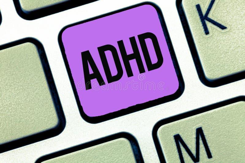 显示Adhd的概念性手文字 陈列儿童活动过度的麻烦的精神健康混乱企业照片 库存照片