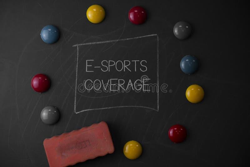 显示E体育覆盖面的文本标志 概念性照片报告在最新的体育竞赛广播回合居住 图库摄影