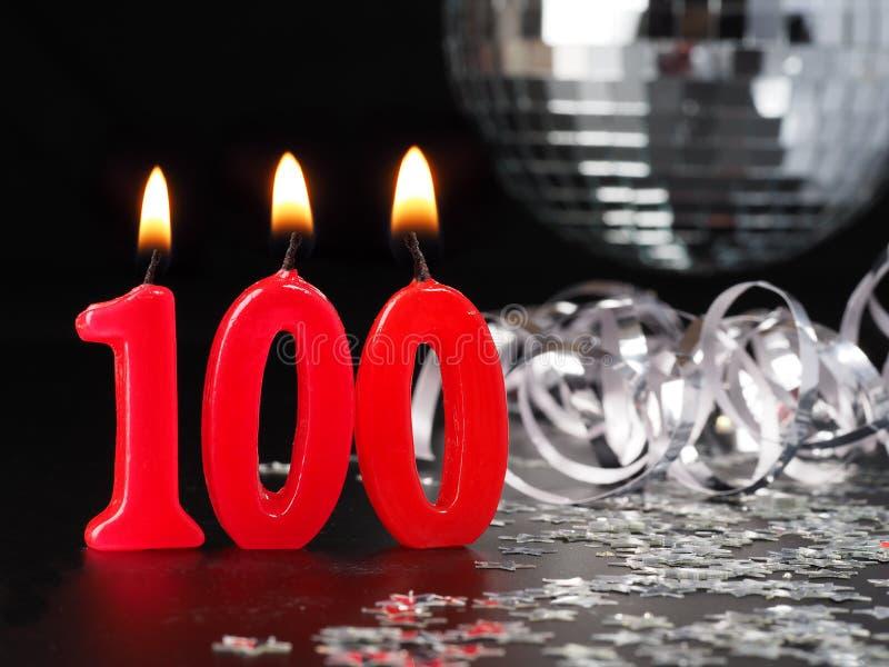 显示Nr的红色蜡烛 100 库存照片