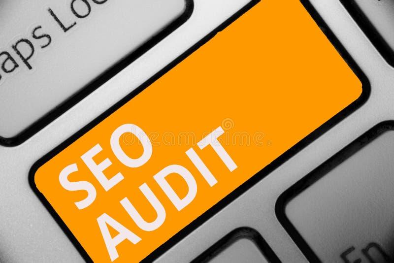 显示Seo审计的文字笔记 确认和核实处理键盘ora的企业照片陈列的搜索引擎优化 库存图片