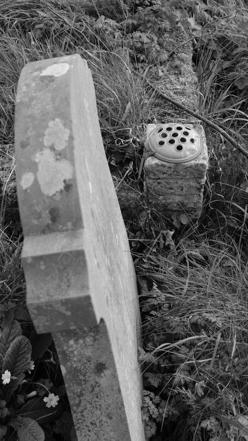 显示thew墓碑的各种各样的样式一座老英国公墓的看法 免版税图库摄影