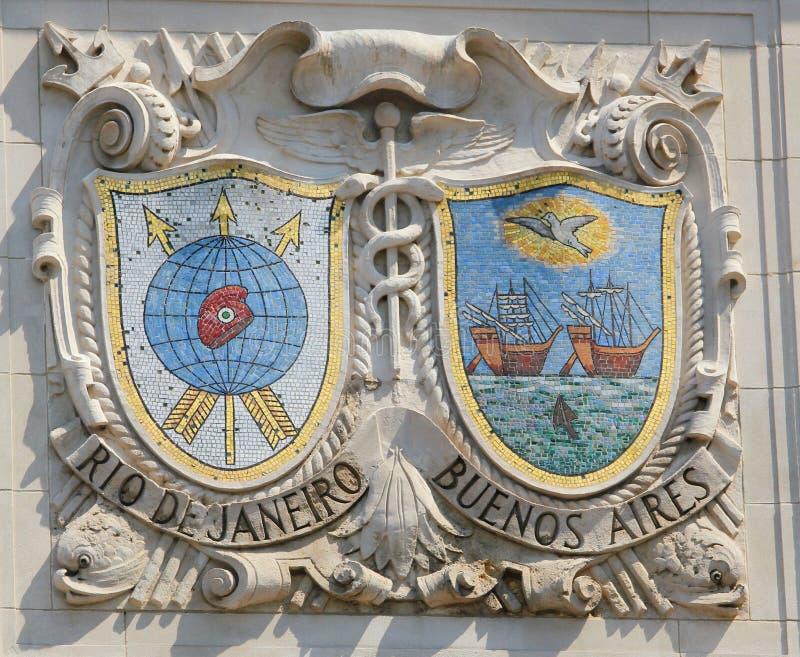 显耀的港口城市里约热内卢和布宜诺斯艾利斯马赛克盾美国线巴拿马太平洋线门面的  免版税库存照片