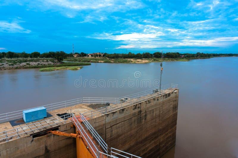 晁Phraya水坝,泰国看法  库存图片