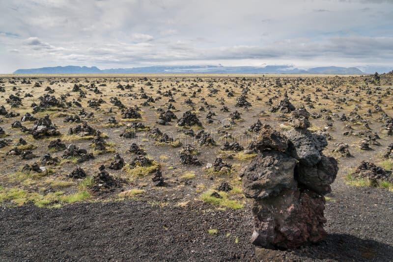 晃动石标在Laufskà ¡ lavarda,冰岛 库存图片