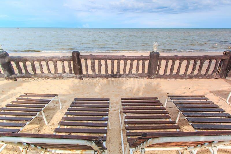 晒日光浴在海滩 库存照片