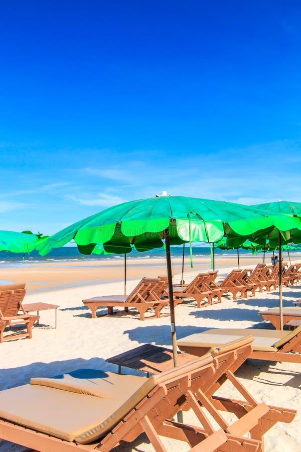 晒日光浴在海滩 免版税图库摄影