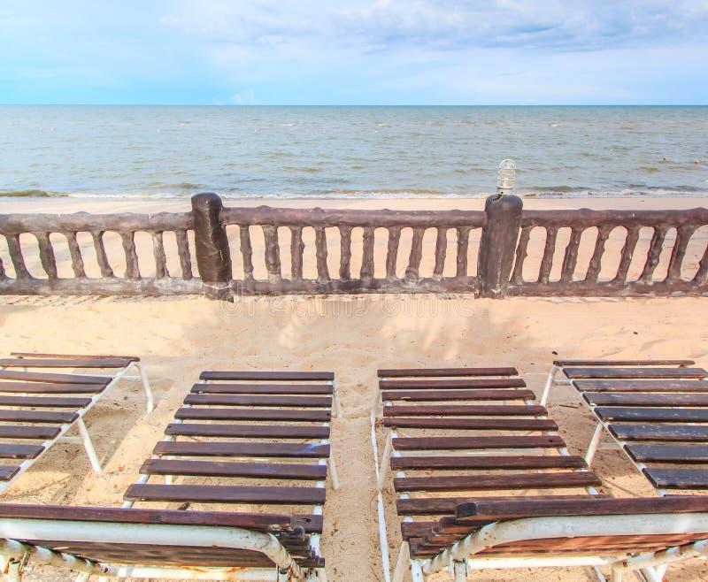 晒日光浴在海滩 库存图片