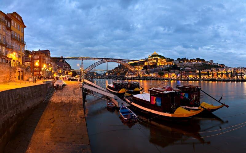 晚上全景波尔图葡萄牙 免版税图库摄影